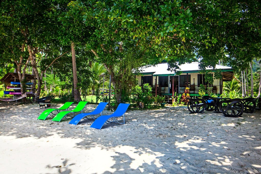 Gilligans is a private Beachfront house with a fully equipped kitchen.