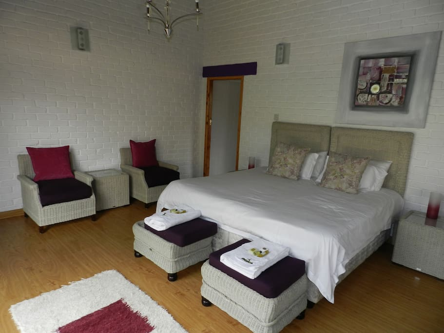 Kutandara lodges bed and breakfast bed breakfasts for for Bedroom furniture zimbabwe