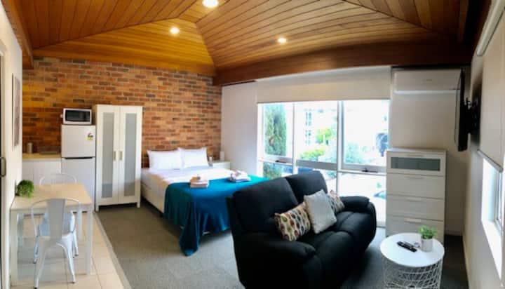 Awesome Studio Apartment Next to Melbourne Uni!