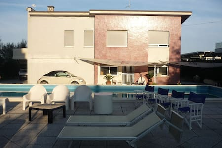 Bilocale in villa con piscina in riva al mare - Lido di Savio