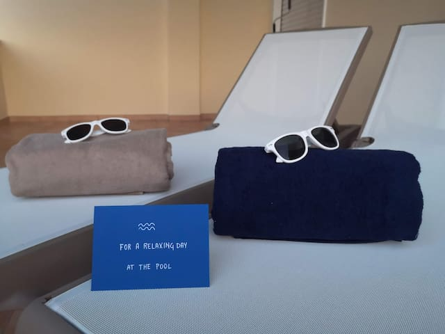 Towels and sunglasses for you to use by the pool. Yes, you can take the sunglasses with you :)