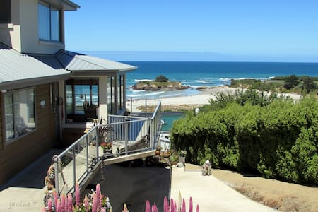 Beachbum Bed and Breakfast -beach - Brighton