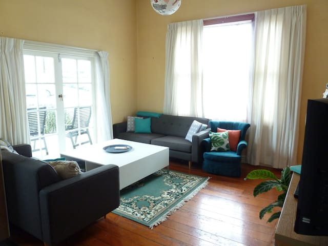 Cosy double room, central Auckland, Kingsland