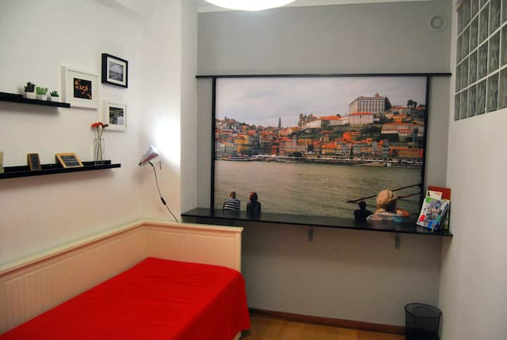 Little and nice inner room, Oporto