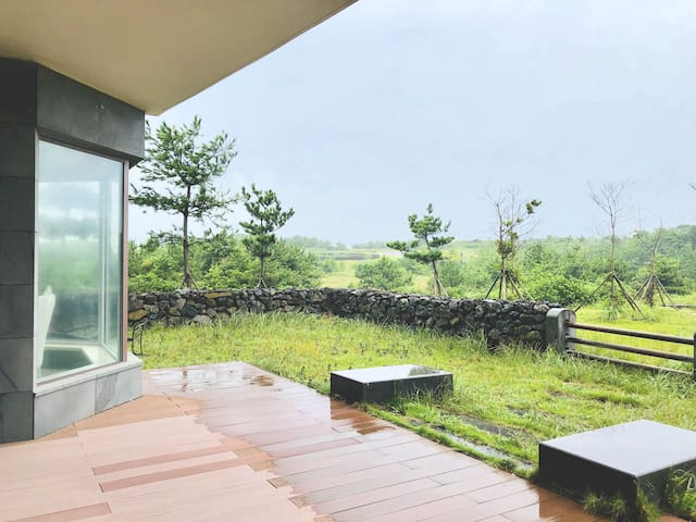 A1_A Relaxing house in Seopjikoji (3 bedrooms)