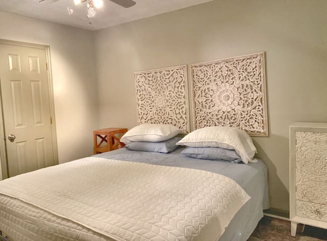 Sleeps  7 TDY space Fort Bragg close