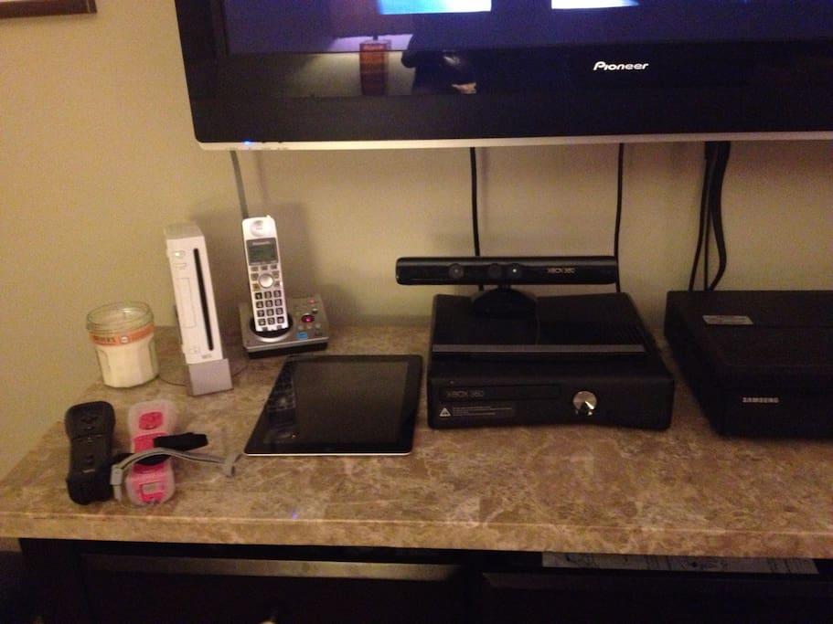 Nintendo Wii, Xbox Kinnect, Cable, WiFi