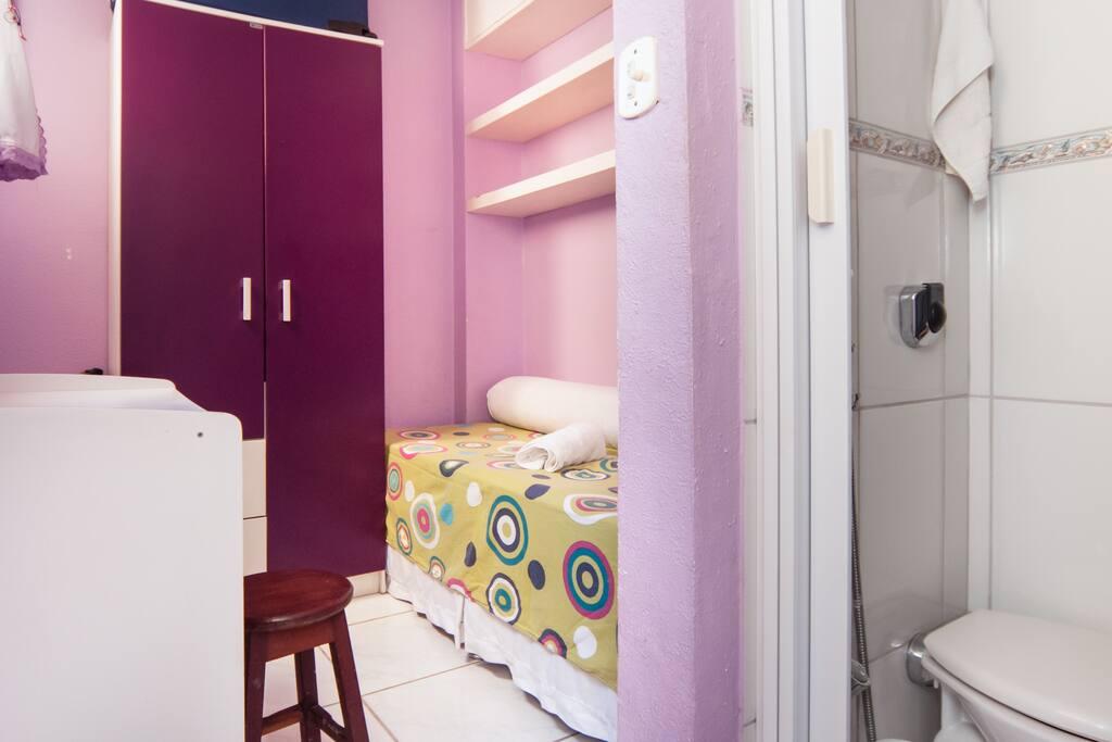 Suíte com banheiro privativo