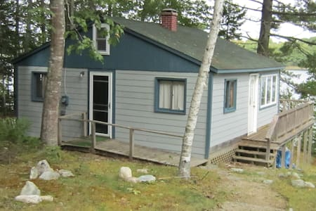 Maine oceanfront cabin on a bay - Surry
