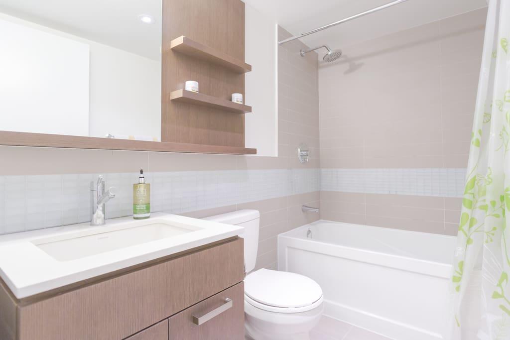 Bathroom with Fresh Clean Towels and Shampoo.
