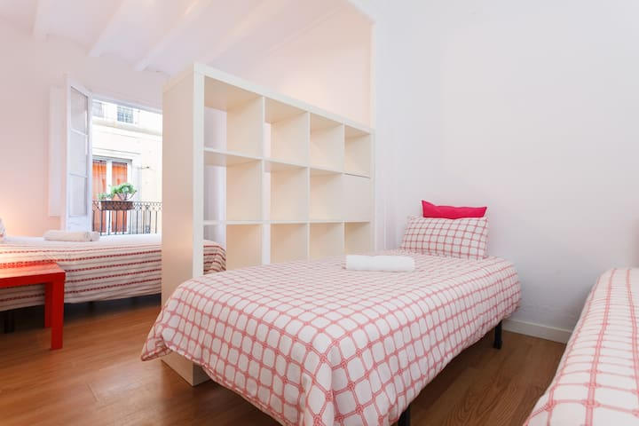 4 PERSON ROOM - Barcelona - Haus