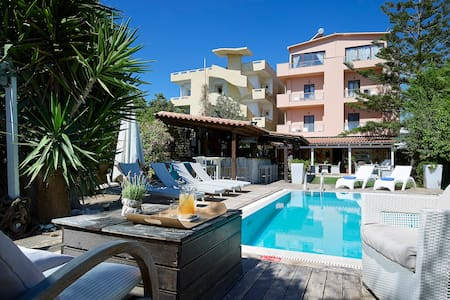 Hotel Georgia is a family bussines. - Gazi - Bed & Breakfast