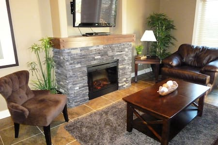 Beautiful 3 bedroom mountain chalet - Invermere - Dağ Evi