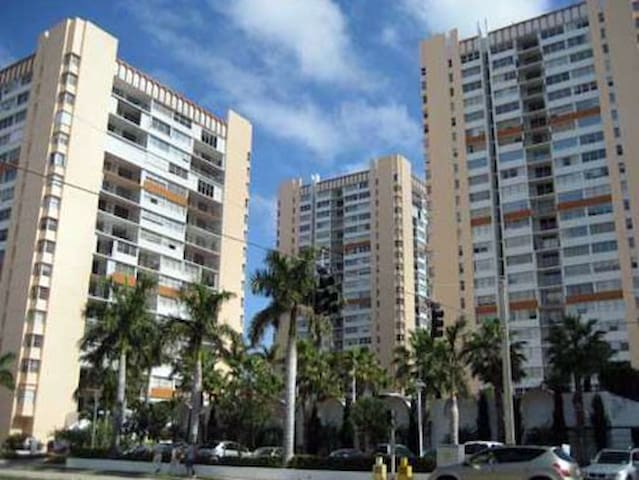 Lovely large private 400 sq ft room - Hallandale Beach - Apartmen