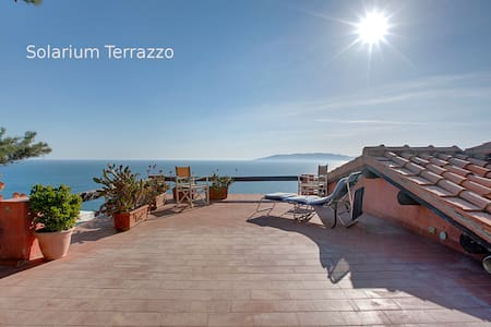 APARTMENT WITH BREATHTAKING SEAVIEW - Porto Santo Stefano - Дом