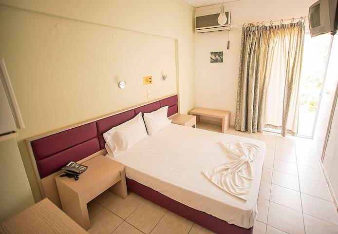 MEGIM HOTEL - Palaiochora - Hotel boutique