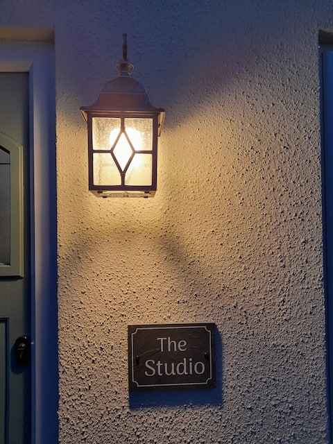 The Studio-beautiful private annex with fab views!