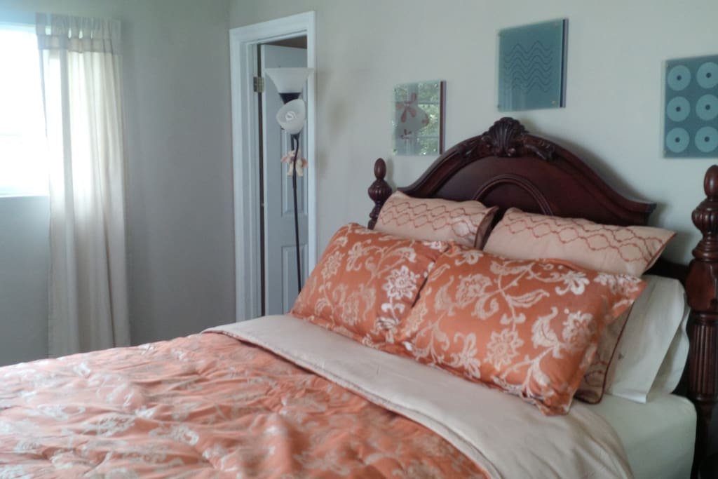 Main guest room with private bath queen bed and walk in closet.  Nightstand has USB and 110v to Air conditioning