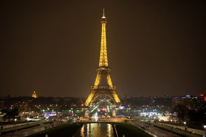 EXCEPTIONAL LOCATION: EIFFEL TOWER!