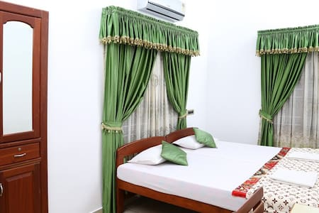 A/C Room-Walking Distance to Beach - Kochi - Dom