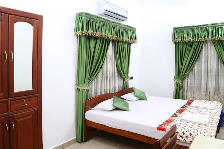 A/C Room-Walking Distance to Beach, Fort Kochi.