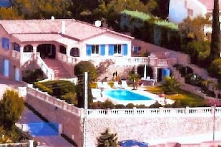 Grande Villa de standing, très belle vue mer - Hyères