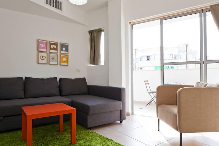 3 Rooms 57sqm, near train & bus St. - Tel Aviv-Yafo - Apartment