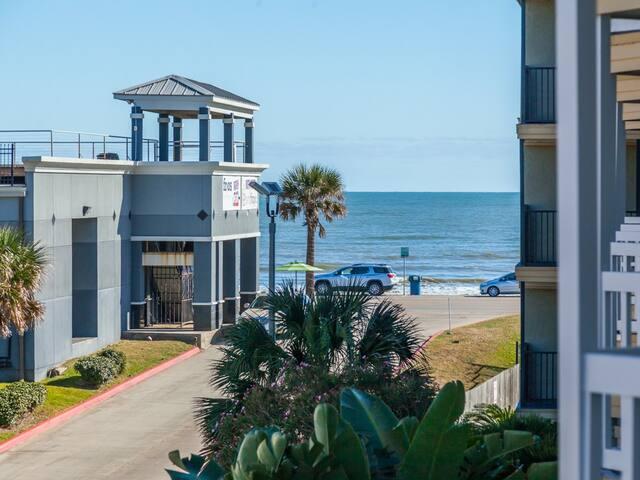 Coastal-Inspired Galveston Condo - Galveston - Apartament