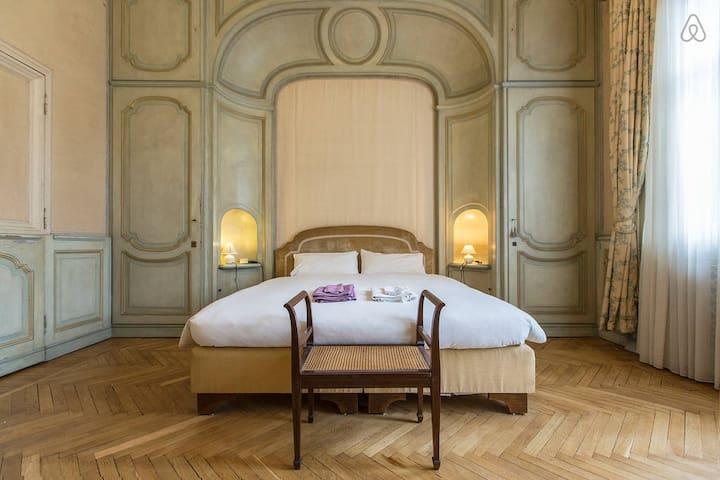 Milan 3 rooms in elegant villa!!!