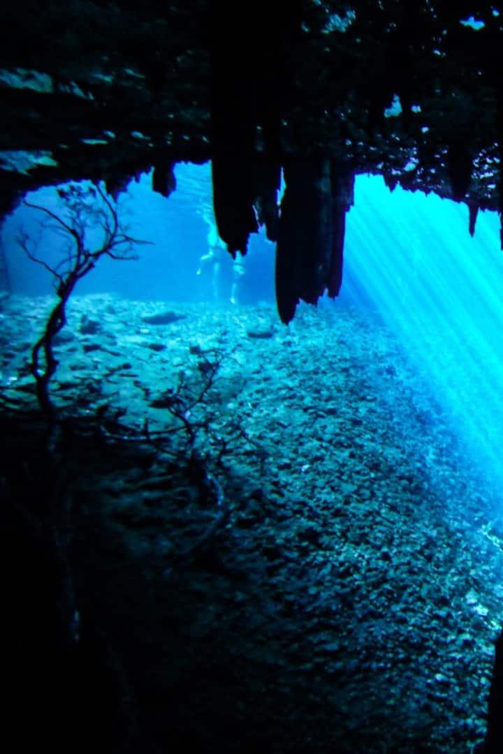 Cenote con caverna interna