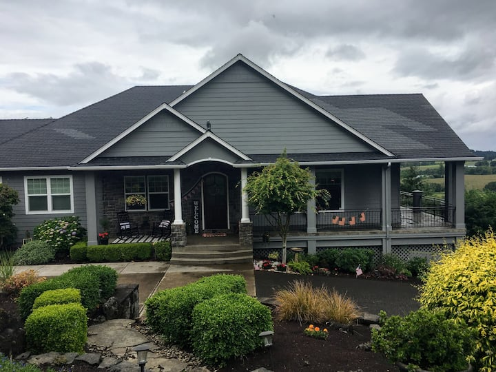 Albany Home with a beautiful view  {  4 guests}
