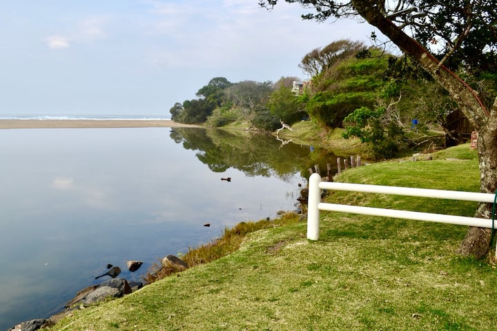 Morgan Bay Beach Cottage With a View