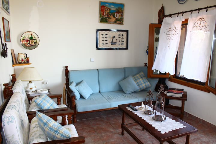 Gorgeous apartment 50m from beach - Ierissos - Apartamento