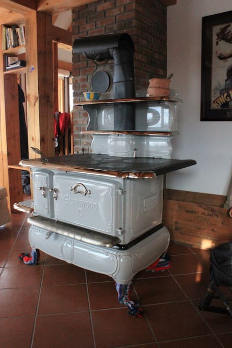 Beautiful cookstove for heat supplement