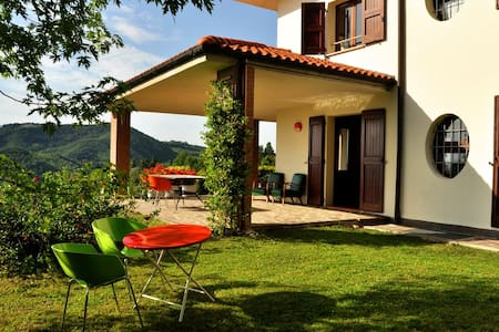 Friendly,  midcentury design, hilltop B&B - Monte San Pietro - Szoba reggelivel