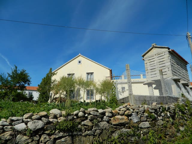 Simple galician house for up to 6 persons