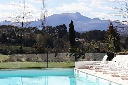 appartement en pays basque face à la montagne