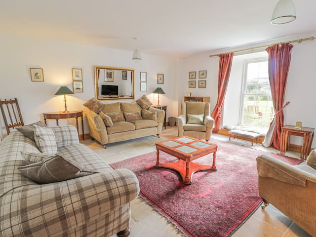 THE OLD COACH HOUSE, pet friendly in Moniaive, Ref 14027