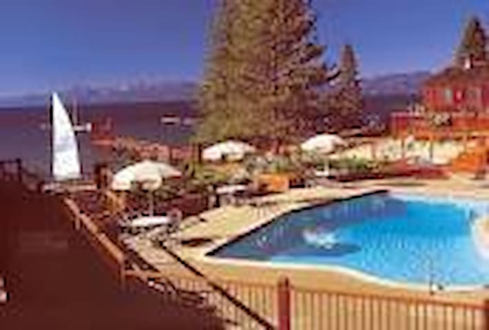 Tahoe Edge Lake Beach Club right on Lake Tahoe - Tahoe Vista - Apartment