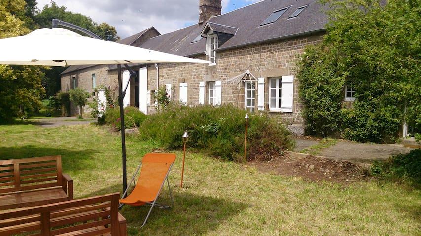 Longère familiale Mont St Michel  - Saint-Georges-de-Reintembault - Maison