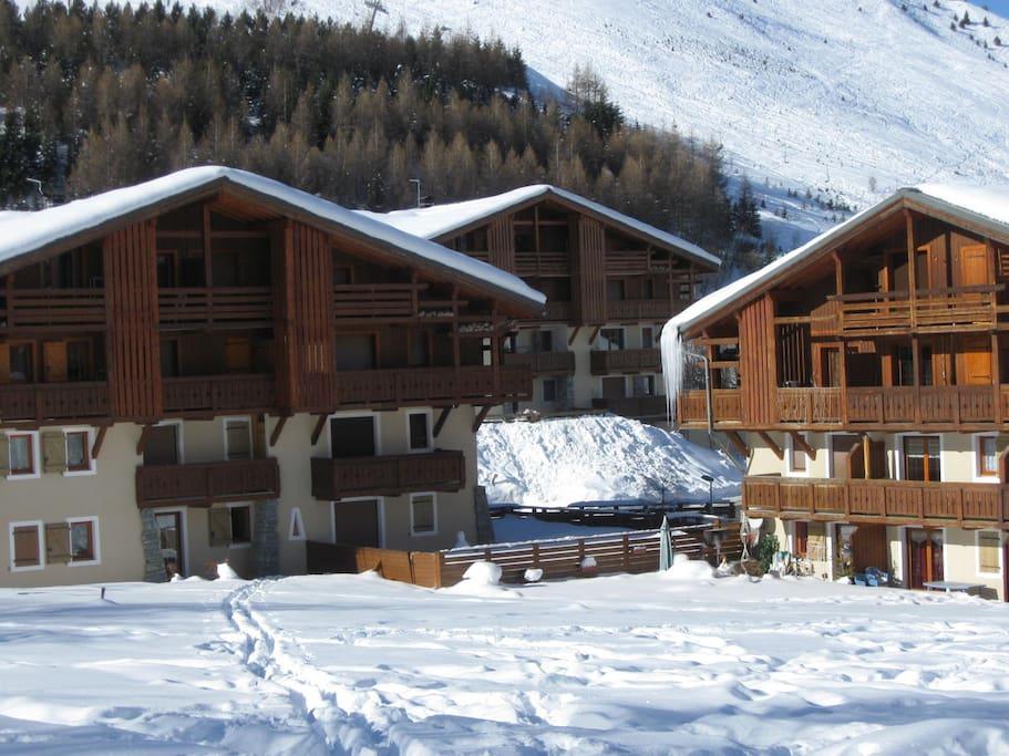 Chalets récents de la résidence, sans vis à vis, piste au bout du champ de neige