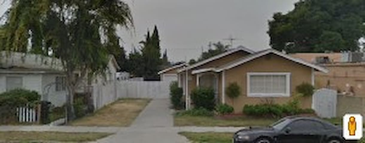 Home in quiet neighborhood - Bellflower