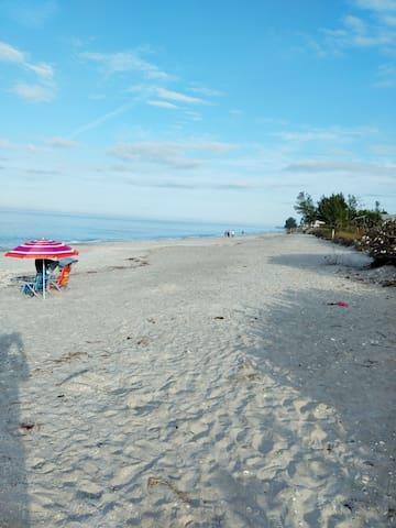 Peekaview on the island of Manasota Key! Value!