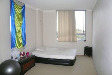 Large room with huge bathroom in Auburn - Auburn - Apartemen
