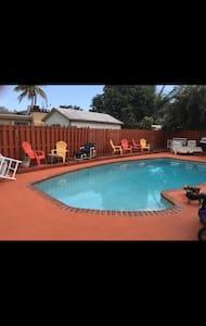 Location! Airport and beaches! - Dania Beach - House