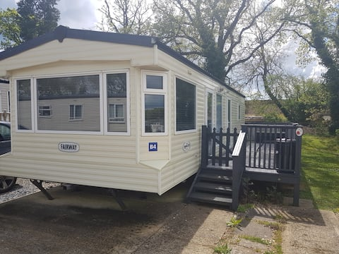 Cosy 4 berths in 2 bedrooms static caravan with parking close to all amenities and the famous red squirrel trail