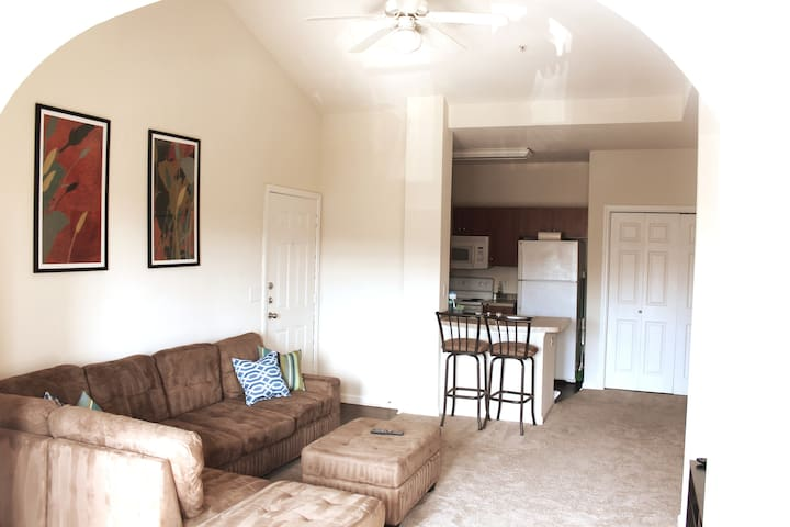 Safe Gated APT | Wifi+Free Parking | Cozy & Clean!