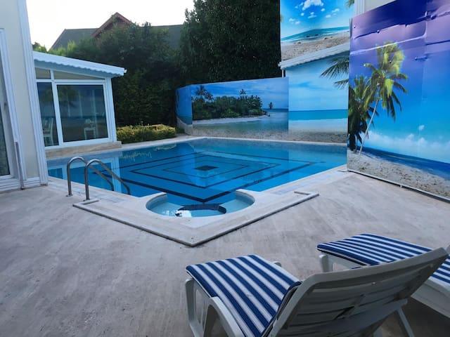 Kırkpınar 7+1 Müstakil Havuzlu Korunaklı Villa