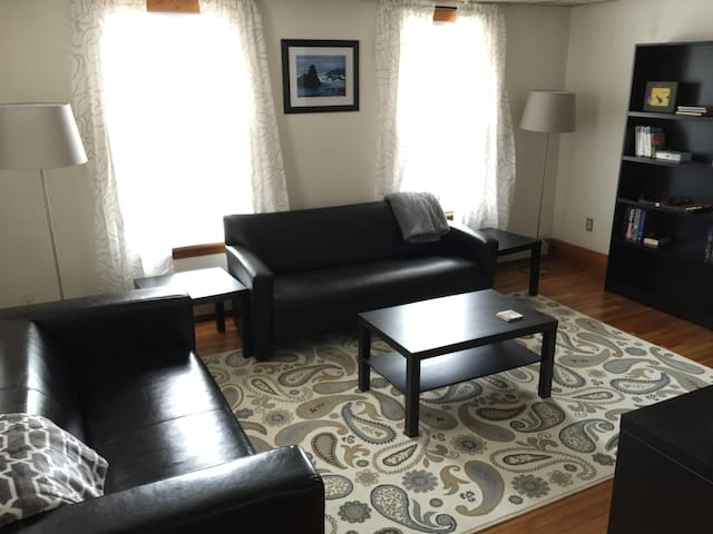 Perfectly Located Davis Sq 2 Bed.