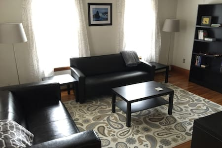 Perfectly Located Davis Sq 2 Bed. - 萨默维尔